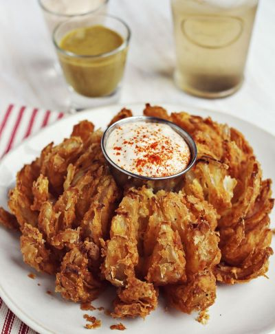 How to Make a Bloomin' Onion - A Beautiful Mess