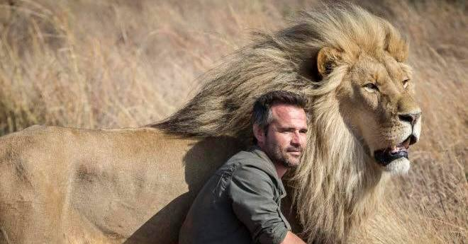 Update  Woman killed by lion at  lion whisperer  facility   Africa     Kevin Richardson with one of the lions at his sanctuary