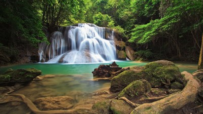 20 Gorgeous HD Waterfall Wallpapers