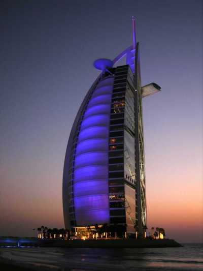 Burj Al Arab hotel in Dubai: Home Of The World's Scariest Tennis Court | blurppy