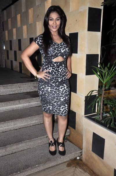 TV star Melissa Pais celebrates her birthday in style - Bollywood Garam