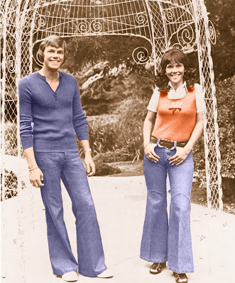 People Pay Tribute to  People pay tribute to Karen Carpenter     ever talking about this wonderful Woman  and 1 000 000 days and  1 000 000 nights is not enough to listen to her  the voice of miss Karen  Anne Carpenter