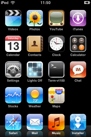 iPod touch Screenshot | Note the multitude of apps and the ...