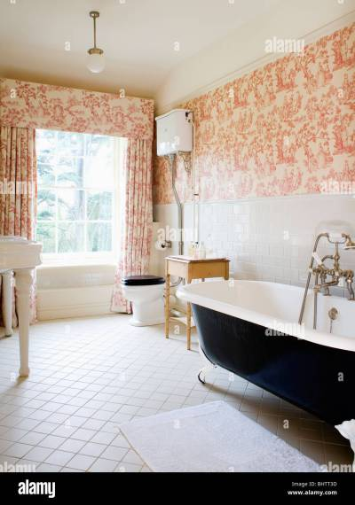 Pink Toile-de-Jouy curtains and matching wallpaper in country Stock Photo: 28205281 - Alamy