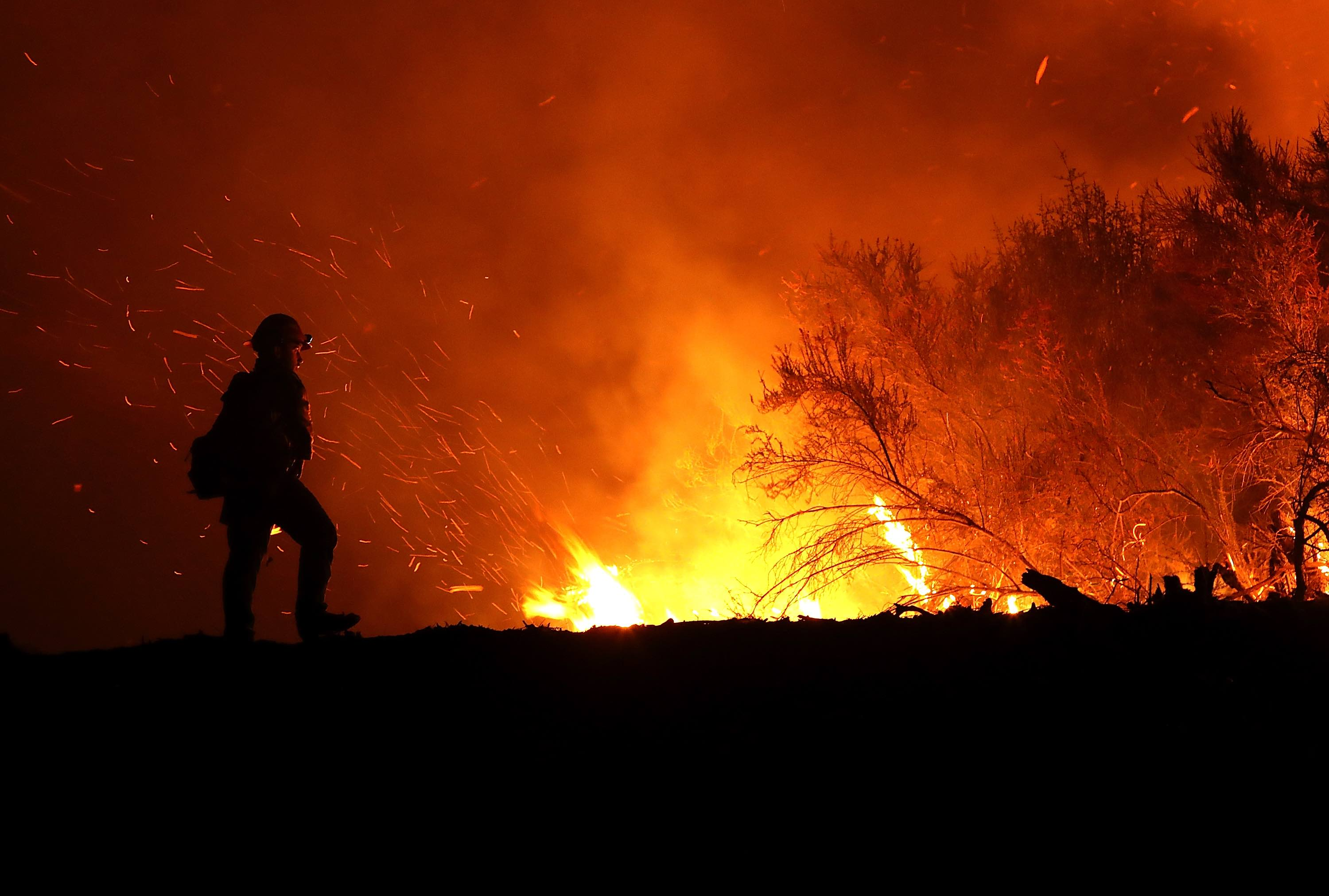 Verizon throttled fire department s    unlimited    data during Calif     Enlarge   A firefighter battling the Medocino Complex fire on August 7   2018 near Lodoga  California