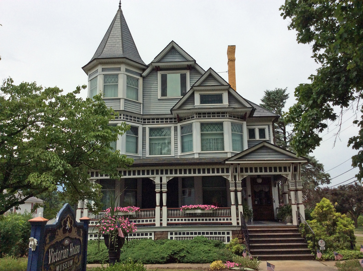 Victorian House Museum   Holmes County Historical Society In the heart of Ohio s largest Amish settlement  Listed on the National  Register of Historic Places  this 28 room Queen Anne style home serves as  the