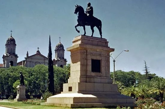 Uruguay   The struggle for national identity   Britannica com Monument to Jos     Gervasio Artigas  the Uruguayan national hero  with the  cathedral in the