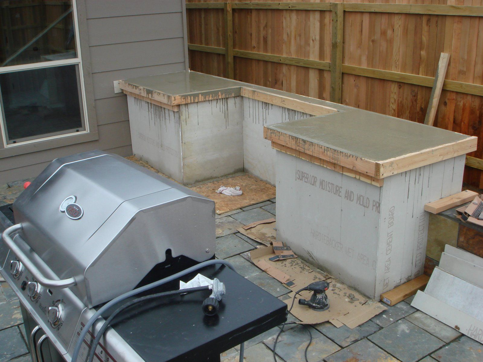 how to build outdoor kitchen cabinets outdoor kitchen ideas Make them sturdy