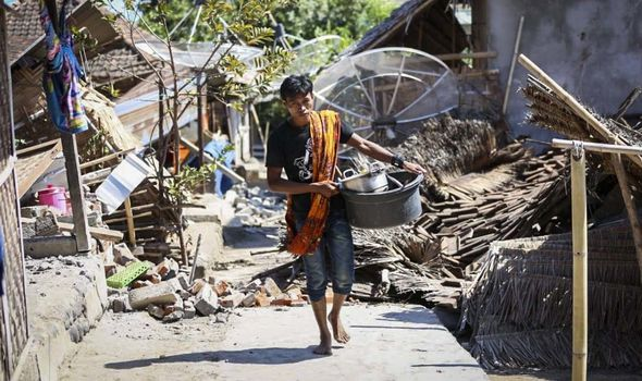 Lombok Bali earthquake damage in pictures: 142 dead - latest death toll as HUGE quake hits ...