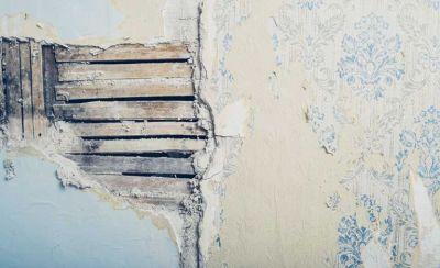 Plaster repair: how to fix cracks, bulges, loose plaster and damp | Real Homes