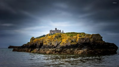 Castle on top of a rocky island wallpaper - World wallpapers - #48680