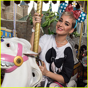 Katy Perry Rides the Carousel at Walt Disney World Resort   Katy     Katy Perry Rides the Carousel at Walt Disney World Resort