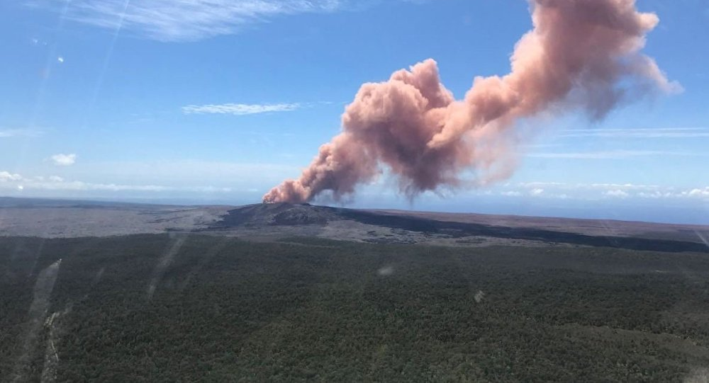 WATCH  Volcano Starts Erupting on Hawaii s Big Island   Sputnik     WATCH  Volcano Starts Erupting on Hawaii s Big Island