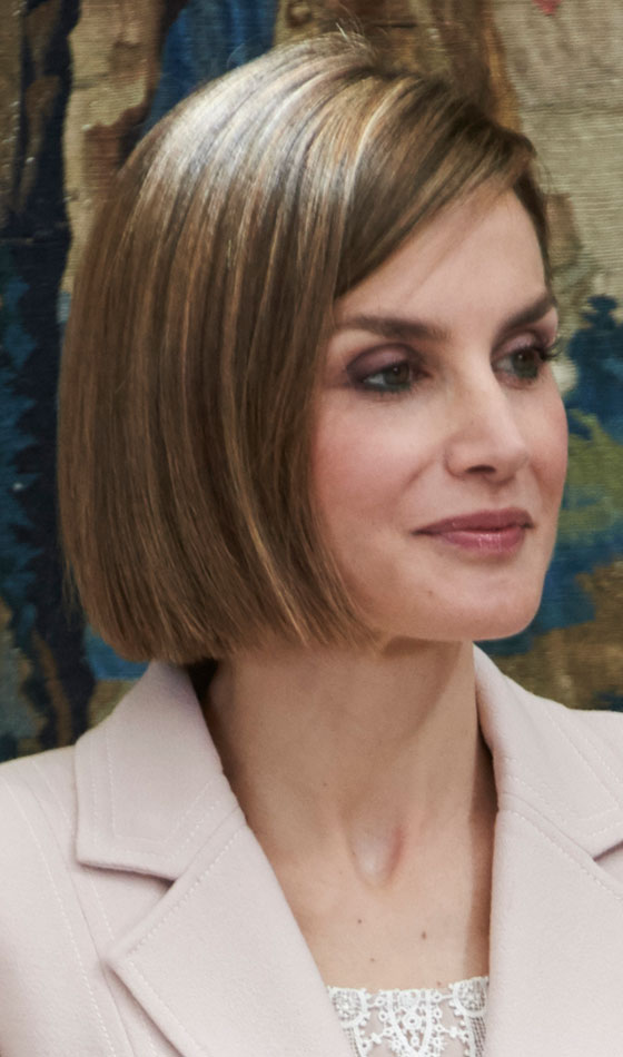 10 Trendy Highlighted Bob Hairstyles You Can Try Today Light Brown Side Swept Bob