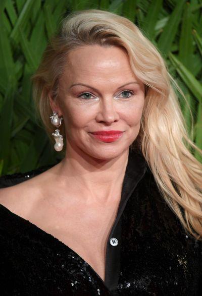 Pamela Anderson – Fashion Awards 2017 in London