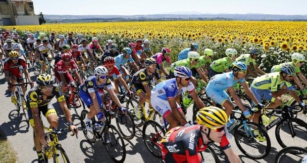 Grand Tour teams to be reduced to eight riders from 2018   Cycling Today Teams will be reduced from nine riders to eight for next year s three Grand  Tours while the 2018 Tour de France will start a week later to avoid  clashing