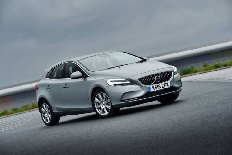 Volvo V40 D2 review   Car review   RAC Drive     Volvo V40 D2 review
