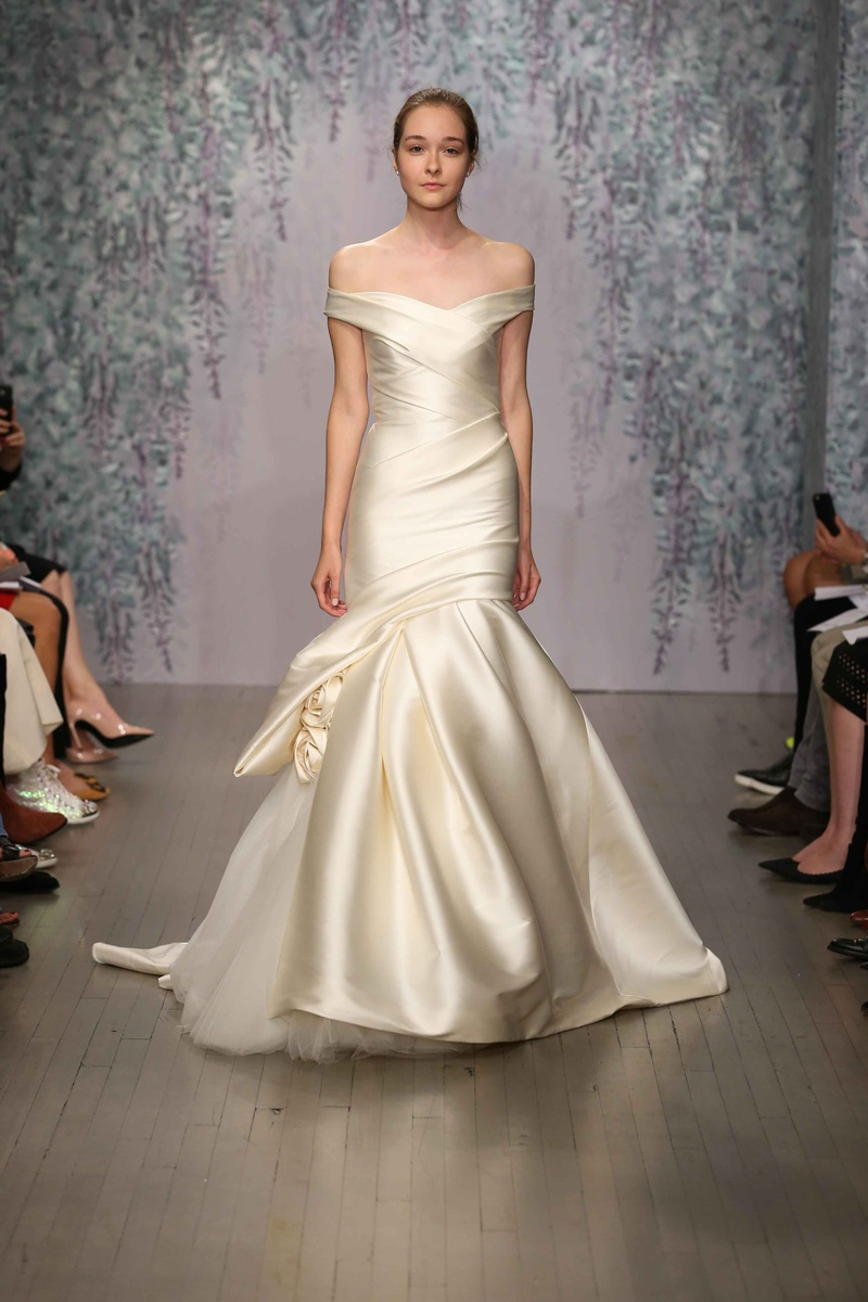 trumpet wedding dress Ivory trumpet wedding dress by Monique Lhuillier Fall