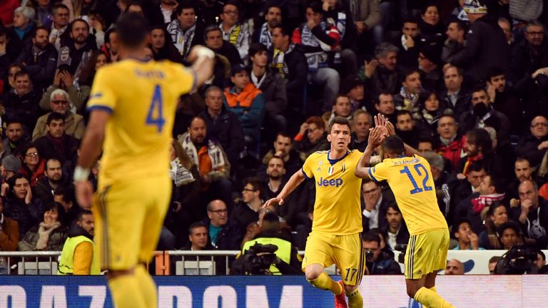 R Madrid 1   3 Juventus   Match Report   Highlights Mario Mandzukic is congratulated after scoring his second goal