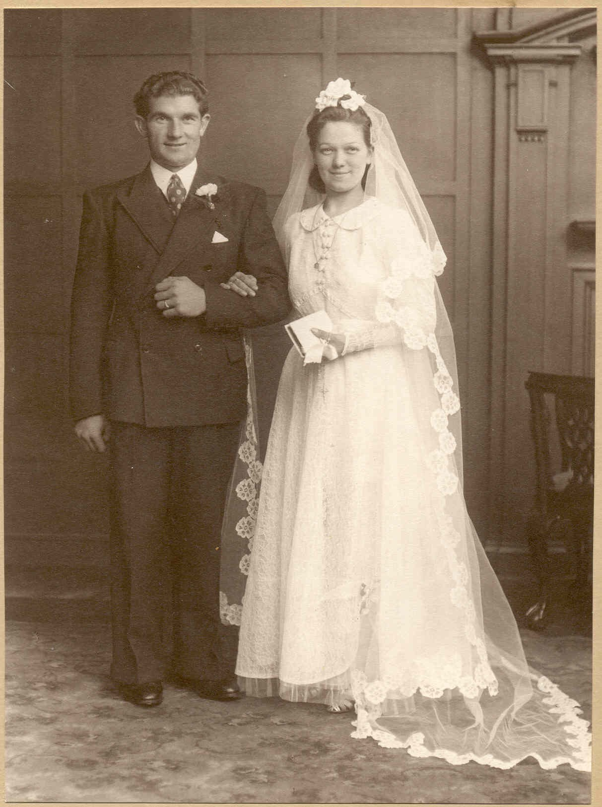 wartime weddings wedding dresses Edna Michael Thomson 27th August