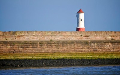 Stuart's Photography - » Desktop Wallpaper: Lighthouse and Harbour Wall, Berwick upon Tweed