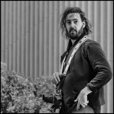 Scott Loftesness – Mostly Street Photography