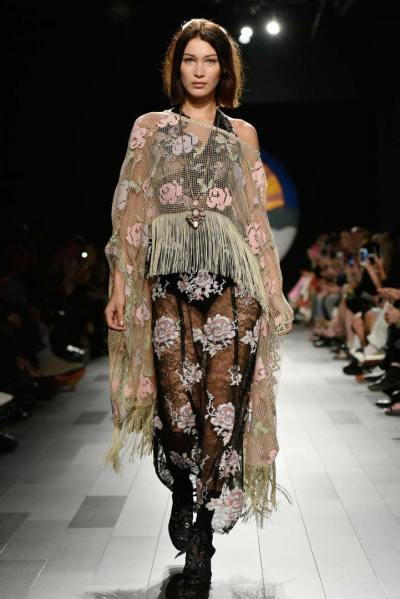 Anna Sui: Bohemian Styles and Flower Child Vibes - FIV ...