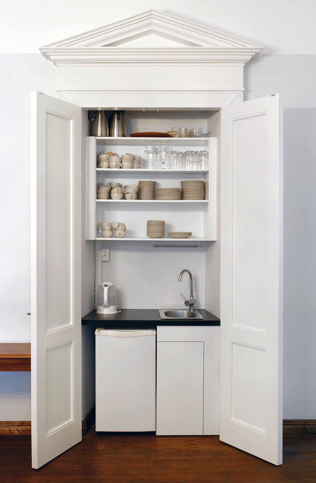 kitchen cabinets cleaning kitchen cabinets Beyond the occasional wipe down with a rag kitchen cabinets and cupboards needs the