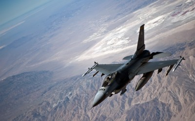 Magnificent General Dynamics F-16 Fighting Falcon Wallpaper | Full HD Pictures