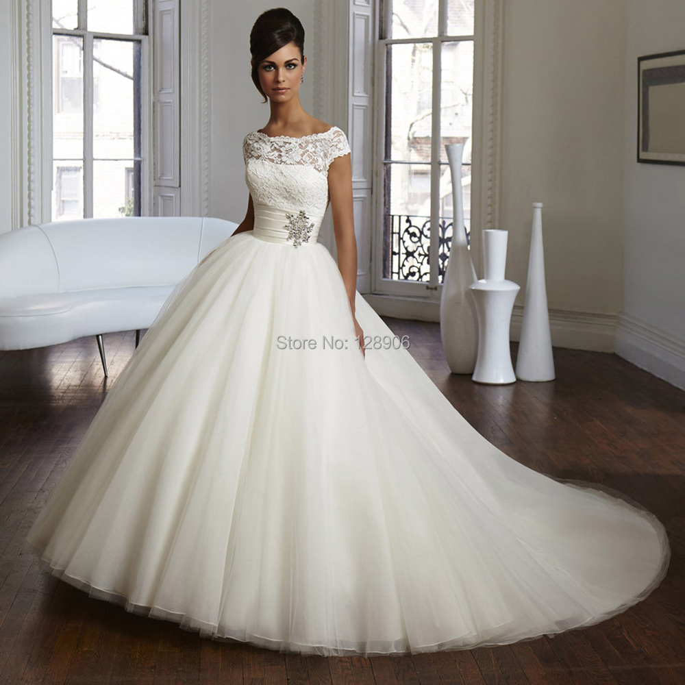 ivory lace tulle sweetheart romantic wedding dress ball gown wedding dress ivory lace tulle strapless sweetheart ball gown wedding dress