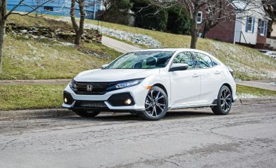 2018 Honda Civic hatchback Pictures | Photo Gallery | Car and Driver