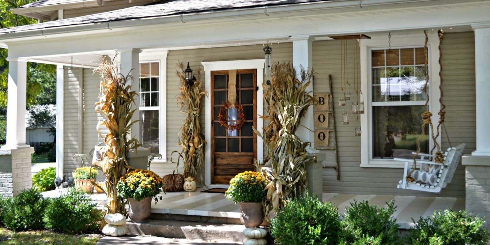 19 Fall Porch Decor Ideas   Best Autumn Front Porch Decorations image