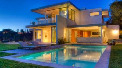 15 Lovely Swimming Pool House Designs | Home Design Lover