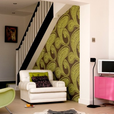 Living room with bold wallpaper | Wallpaper ideas for living rooms | housetohome.co.uk
