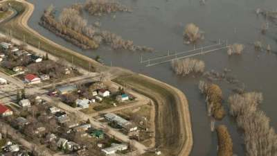Red River forecast to hit 2011 flood levels with average ...