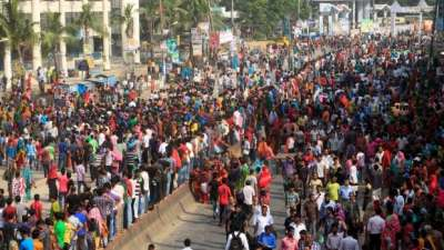 Bangladesh garment workers clash with police | CBC News