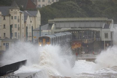 Storm Callum weather chaos to UK with 70mph winds and heavy rainfall for Ireland Wales south ...