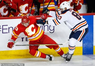 Lindholm scores twice, Flames rally past Oilers 4-2   Daily Mail Online
