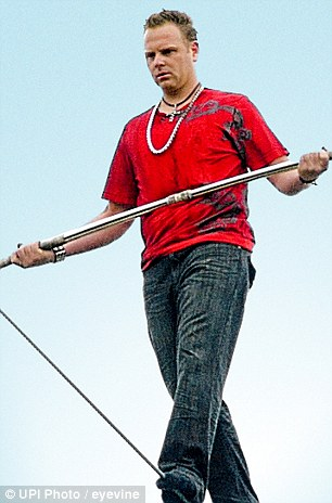 Nik Wallenda: Tightrope walker to attempt first crossing of Niagara Falls in a century | Daily ...