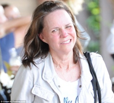 Sally Field, 66, looks sweaty and agonised after spinning class | Daily Mail Online