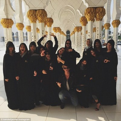 Selena Gomez pulls down Instagram picture that shows her ANKLES in mosque | Daily Mail Online