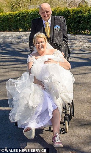 Carmarthen woman walks down the aisle with broken leg in ...