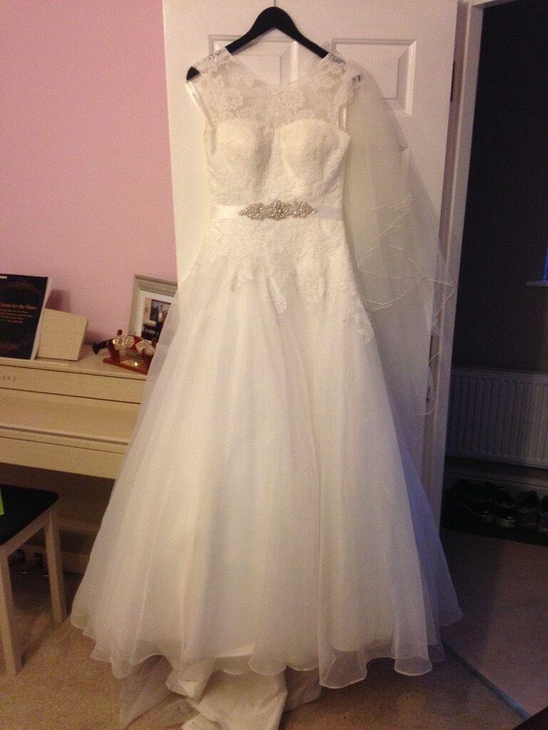wedding dress Size 10 beautiful lace ivory wedding dress with veil was