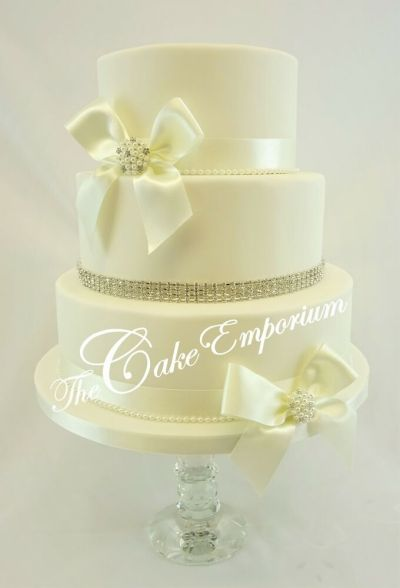 WEDDING CAKE LOVE HEART DIAMANTE MRS & MRS – SATIN ...