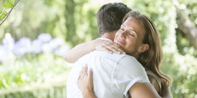 Hugging Etiquette: The Dos and Don'ts of Showing Affection In the Workplace | HuffPost