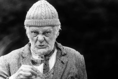 Long-awaited Last of the Summer Wine Compo statue for Holmfirth 'back on track' - Huddersfield ...