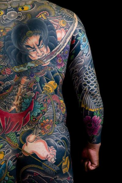 這個給日本黑幫紋身的老頭,是最好的日式傳統刺青大師 - 壹讀