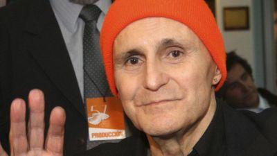 Leonardo Favio, Argentine film director, dies aged 74 - BBC News