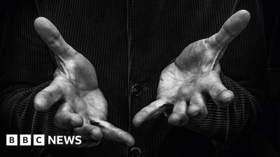 How your life story is told by your hands - BBC News