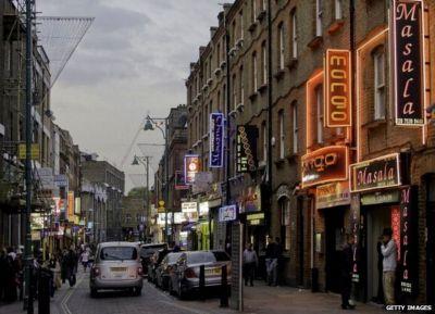 Brick Lane: Gentrification threat to Spitalfields Bangladeshi community - BBC News